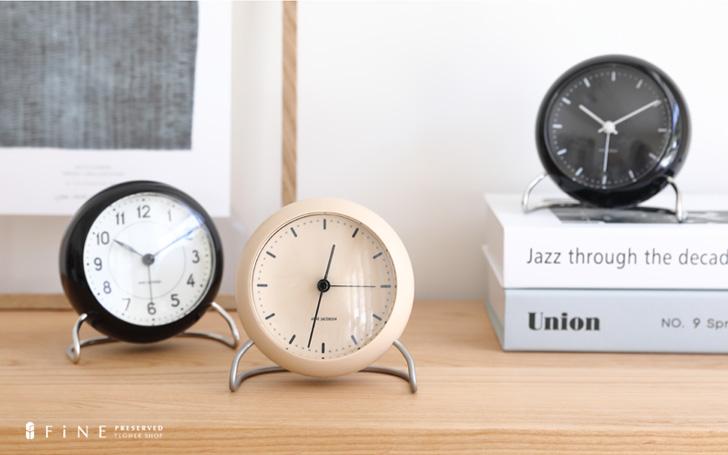ARNE JACOBSEN TABLE CLOCK CITY HALL SANDY BEIGE インテリア 時計